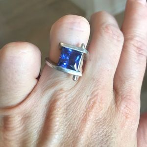 Gorgeous Synthetic Tanzanite Fashion Ring. Size 7
